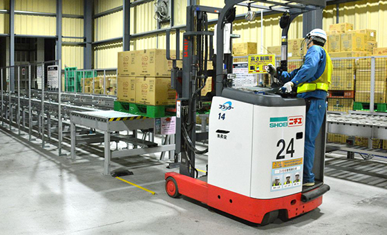 棚倉物流センターは工場に併設されています。
